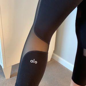 ALO Yoga Pants & Jumpsuits - ALO women's crop leggings